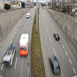 Liikennettä Stuttgartissa Saksassa.