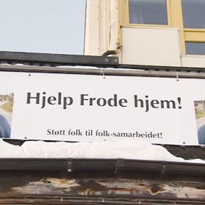 Frode Berg-juliste Kirkkoniemessä.