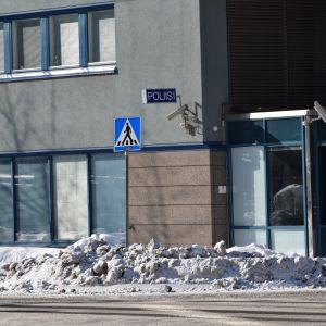Jyväskylän poliisitalon julkisivua.