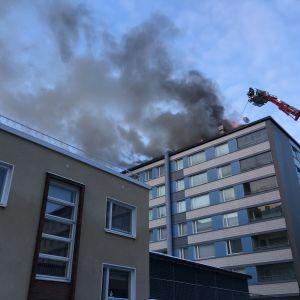 Tulipalo kerrostalossa Tampereella.