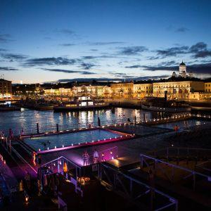 Helsinki Allas vetää turisteja sekä paikallisia.