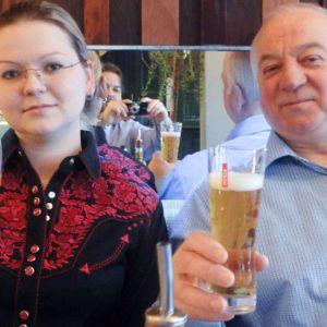 Sosiaalisessa mediassa julkisena oleva vanha kuva Sergei Skripalista ja Julia Skripalista.