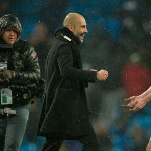 Pep Guardiola ja Kevin De Bruyne.
