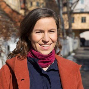 Maria Nordin ulkona yllään villakangastakki