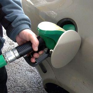 Jos epärehellinen tankkaaminen lisääntyy, huoltamo joutuu asentamaan lukot polttoainemittareihin.