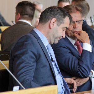 Atanas Aleksovski ja Lauri Lyly Tampereen kaupunginvaltuuston kokouksessa 12.6.2017.