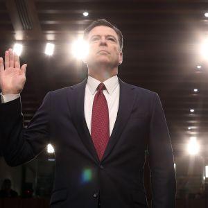 Entinen FBI-johtaja James Comey tiedotustelukomitean kuulustelussa kesäkuussa 2017.