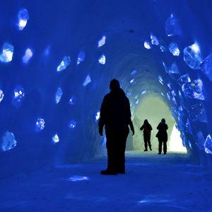 Kittilään rakennettiin taas tänä talvena jäähotelli. Turismi on kasvanut niin nopeasti, että työvoimapula saattaa jo estää alan kasvua.