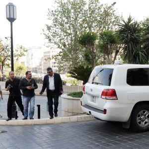 Kemiallisten aseiden kieltojärjestön tutkijat ovat odottaneet Damaskoksessa kaksi päivää.