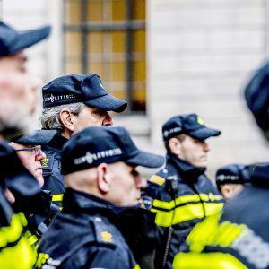 Hollantilaisia poliiseja Rotterdamissa.