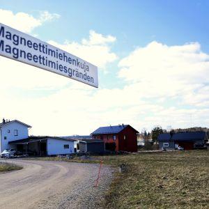 Myrskylän Kartanonmäellä on Pekka Strengin muistoa kunnioittavia kadunnimiä.