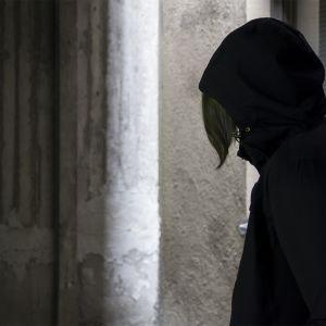 Apua tahtova nuori voi salata päihteidenkäyttöä, koska pelkää seuraamuksia.