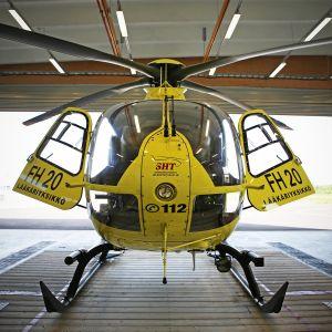 Helikopteri hallissa.