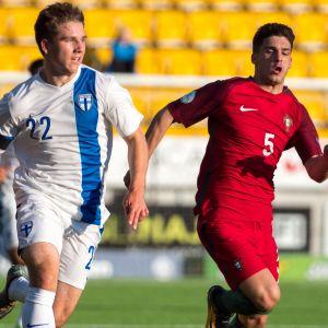 Timo Stavitski nuorten maajoukkueessa.