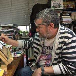 Christo Komarnitski on pilapiirtäjä ja yksi Prass Press -lehden perustajista.