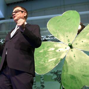 Puolueen puheenjohtaja, pääministeri Juha Sipilä kuvattuna keskustan puoluekokouksessa Sotkamossa eilen 9. kesäkuuta.