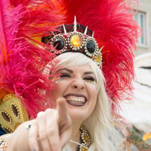 Kokkolan sambakoulun tanssija Kokkola Pridessa.
