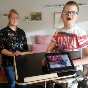Hanna Orell on toiminut kymmenen vuotta 13-vuotiaan Otto-poikansa omaishoitajana.