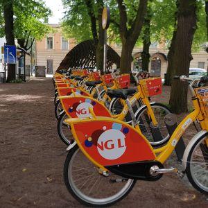 Yksi suosituimmista Föli-fillariasemista on Turun kaupungintalon edessä.