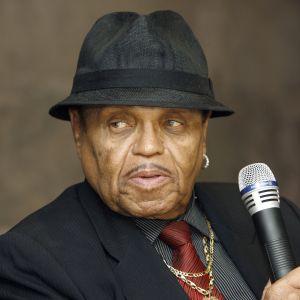 Joe Jackson luotsasi managerina poikiensa Jackson 5 -yhtyettä.