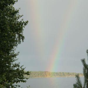 Kaksi sateenkaarta