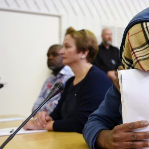 Murhasta syytetty, kolmivuotiasta lastaan puukottanut 38-vuotias mies käräjäkäsittelyn alkamispäivänä Itä-Uudenmaan käräjäoikeudessa Porvoossa maanantaina 4. kesäkuuta 2018.