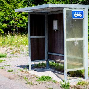 Linja-autopysäkki Loviisassa.
