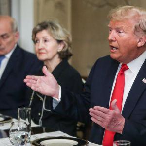 Yhdysvaltain presidentti Donald Trump arvosteli Saksaa ja muita Nato-kumppaneita aamiaispöydässä.