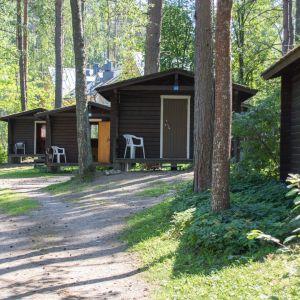Huhtiniemi camping mökkejä
