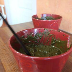 Kasvihiusväriä astiassa