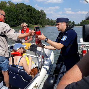 Timo Sjöroos tutkii Aaltosen perheen venettä.