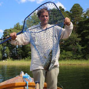 Pekka Haahtin kalastana hauki haavissa.