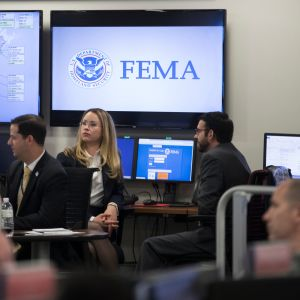 Yhdysvaltojen hätävalmiusviraston työntekijöitä viraston päämajassa Washingtonissa vuonna 2017.