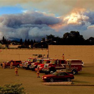 Kalifornian metsäpalojen vuoksi on evakuoitu yli 10 000 ihmistä.