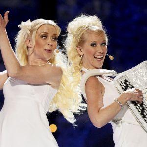 Kuunkuiskaajat, Susan Aho ja Johanna Hytti (vas.), esiintyivät Telenor Areenalla Oslossa vuonna 2010.