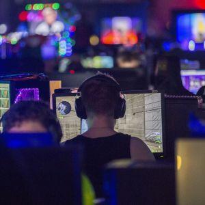Assembly, tietokone, pelaaminen