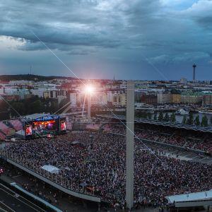 Ilmakuva Ratinan stadionista Popedan keikan aikana
