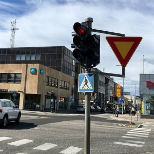 Punaiset liikennevalot kajaanin keskustassa