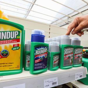 Roundup-kasvimyrkkypulloja