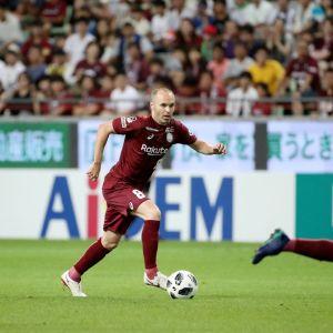 Andres Iniesta debytoi Japanin A-liigassa heinäkuussa.