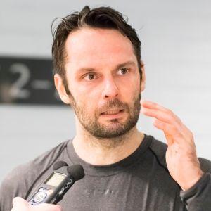 Niklas Bäckström
