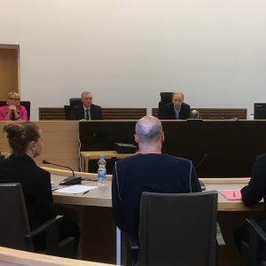 Seinäjoella Pohjan kaupunginosassa 21.9.2017 tapahtuneen tulipalon oikeuskäsittely alkoi 13.8.2018 Etelä-Pohjanmaan käräjäoikeudessa.