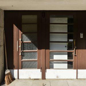 Sisäänkäynti saunatilaan Helsingissä jossa Hakkarainen ja Vähämäki ovat asuneet.