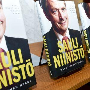 Mäntyniemen herra julkaisutilaisuus Helsingissä 13. elokuuta.