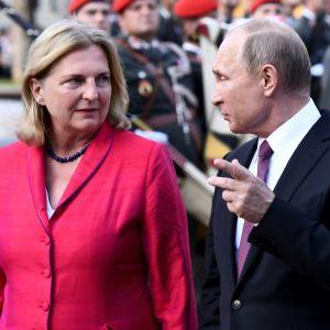 Venäjän presidentti Vladimir Putin ja Itävallan ulkoministeri Karin Kneissl tapasivat Wienissä kesäkuussa 2018.