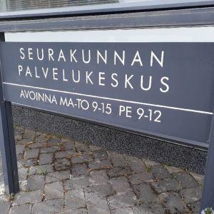 Opaste Seinäjoen seurakunnan palvelukeskukseen Kirkonkranniin.
