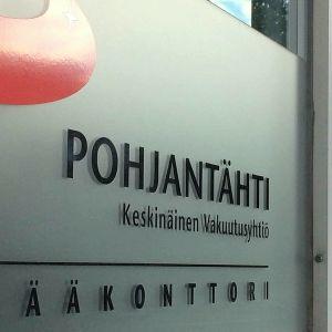 Vakuutusyhtiö Pohjantähden pääkonttorin ovi Hämeenlinnassa