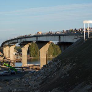 Jännevirran uusi ja vanha silta syyskuussa 2018.