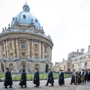 Oxfordilainen seremoniapäivä.