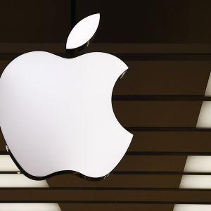 Applen logo katossa.